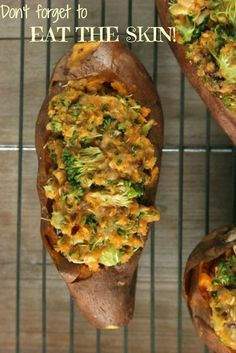 A naturally gluten-free and vegan recipe for delicious and healthy comfort food: Broccoli & Walnut Stuffed Sweet Potatoes. Vegan Foods, Vegan Vegetarian, Vegetarian Recipes, Healthy Recipes, Veggie Recipes, Whole Food Recipes, Cooking Recipes, Vegan Diner, Healthy Comfort Food