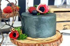 Voilà quelques semaines, lors d'une visite à l'Atelier des Gourmandises de Nina Couto, tombant véritablement en amour pour ses magnifiques wedding cakes, je lui ai suggéré l'idée d'un petit shooting d'inspiration. Elle adoré ! De même que Couturière de...