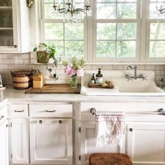 Farmhouse Kitchen Decor Ideas: Great Home Improvement Tips You Should Know! Farmhouse Style Kitchen, Country Kitchen, Farmhouse Kitchens, French Kitchen, Kitchen Pantry, Kitchen Dining, Kitchen Design Open, Shabby, French Cottage