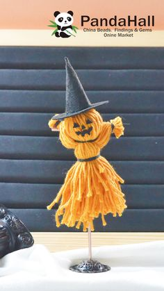 Scary Halloween Crafts, Halloween Yarn, Scarecrow Crafts, Halloween Projects, Diy Halloween Decorations, Halloween Kids, Scarecrow Doll, Halloween Crafts Kindergarten, Halloween Schmuck