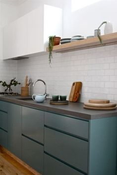 Don't feel limited by a small kitchen space. Get design inspiration from these charming small kitchen designs. Modern Kitchen Cabinets, Kitchen Tiles, Kitchen Colors, Kitchen Countertops, Kitchen Furniture, New Kitchen, Kitchen Dining, Kitchen Decor, Kitchen White