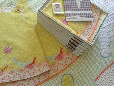 Fertig genähtes Kleid, Stoffpanel und Nähsets. Ein gelbes Kleid zum selber nähen. Alles ist dabei: Stoff (mit aufgedrucktem Schnittmuster), Faden, Knöpfe, Nähanleitung.... Simple, Yellow Gown, Textile Design, Fabric Patterns, Sewing Patterns