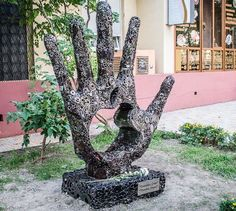 Giant Hand Monument To Steve Jobs Unveiled In Ukraine [Gallery]  Read more at http://www.cultofmac.com/195066/giant-hand-monument-to-steve-jobs-unveiled-in-ukraine-gallery/#aaxxxOgfhRvgirXm.99