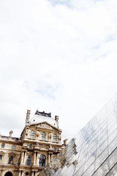 Louvre, Paris. love the juxtaposition that perfectly represents the modern/historic buildings that coexist all throughout france. vivre le patrimoine!