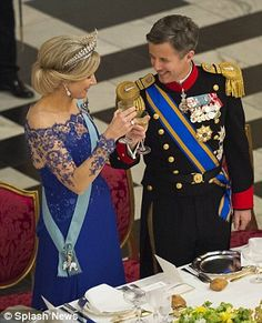 Dutch 3 day state visit to Denmark State dinner with Danish royal house Royal Queen, Royal Princess, Prince And Princess, King Queen, Danish Royalty, Dutch Royalty, Royal Photography, Prince Frederik Of Denmark, Royal Tiaras