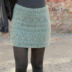 Modelli gratuiti di maglia e uncinetto di DROPS Design Knitted Dog Sweater Pattern, Knit Dog Sweater, Crochet Vest Pattern, Sweater Knitting Patterns, Cable Knit Sweaters, Knit Patterns, Free Knitting, Free Crochet, Drops Design