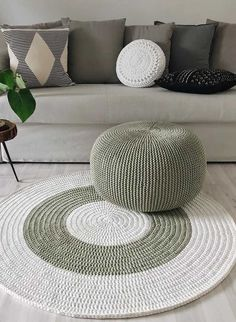 Diy Crafts - -Discount Carpet Runners By The Foot HowToCleanCarpetRunners Crochet Pouf, Crochet Rug Patterns, Crochet Carpet, Crochet Cushions, Crochet Pillow, Knitted Pouf, Diy Carpet, Rugs On Carpet, Rope Crafts