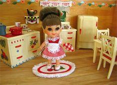 Liddle Kiddle Size Miniatures ~ Adorable miniature kitchen.