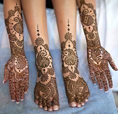 Love Neeta Sharma's work as much as I do? Vote for her here for the Mehndi Maharani contest! :    http://www.maharaniweddings.com/2012/07/mehndi-finalist-8-mehndi-designer/#comments