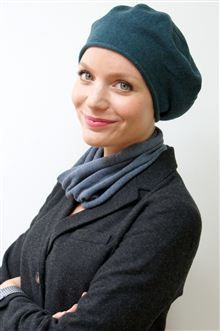 Our chic and simple autumn/winter beret for hair loss during chemo or alopecia - pure je ne sais quoi style!