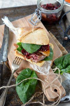 Burger Rossini au foie gras et oignons confits How To Cook Burgers, Paninis, Foie Gras, Bagels, Summer Recipes, Sandwiches, Cooking, Spring, Food
