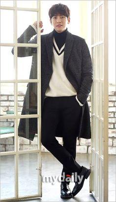 [마이데일리 = 김나라 기자] 배우 지창욱이 데뷔 약 10년 만에 처음으로 스크린 주연에 도전, 관심을 한몸에 받고 있다. 그동안 안방극장에선 '웃어라 동해야' ...