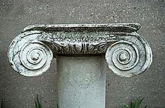 Pilaar ornamenten: Versieringen in een bepaalde vorm, vaak zijn het natuurvormen die herhaaldelijk worden gebruikt.