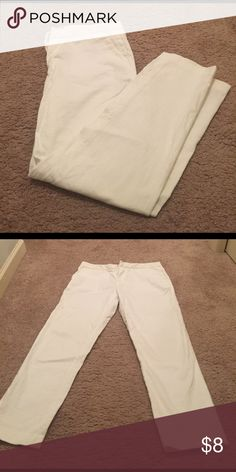 🌟WOMANS PANTS🌟 These pants are perfect for summer! Light and airy material. Great condition Tommy Hilfiger Jeans Ankle & Cropped