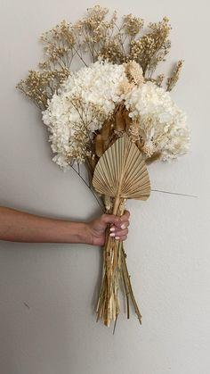 Christmas Flower Arrangements, Dried Flower Arrangements, Flower Centerpieces, Flower Decorations, Dried Flower Bouquet, Dried Flowers, Bohemian Wedding Flowers, Flower Packaging, Flower Wall Decor