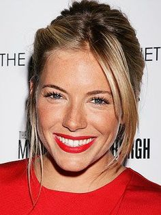 We are in Love with this red lippy on Sienna 💚👍