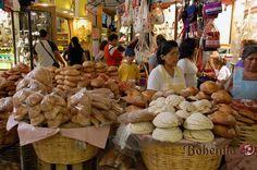 Pan dulce fresco en el mercado de Ocotlan, Oaxaca Mexico