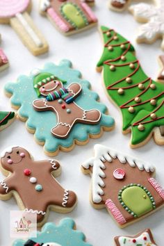 Sweetopia Christmas Decorated Cookies and Royal Icing Tips Sweetopia Christmas Decorated Cookies en Royal Icing Tips Basic Cookies, Fancy Cookies, Iced Cookies, Cute Cookies, Royal Icing Cookies, Cookies Et Biscuits, Owl Cookies, Christmas Sugar Cookies, Holiday Cookies