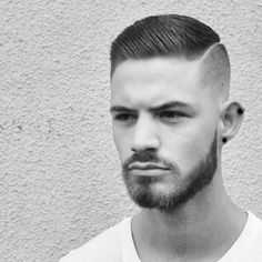 Cool Short Faded Undercut Haircuts You Must Try - Mohawk Faded Popular Mens Hairstyles, Cool Hairstyles For Men, Hairstyles Haircuts, Haircuts For Men, Mens Hair Comb, Men Hair, Short Hair Cuts, Short Hair Styles, High And Tight Haircut