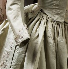 uthentic eigteenth-century dress from Charles de Beistegui Collection, purchased at auction by Fabrizio Clerici, who donated them to Umberto Tirelli in 1972. Tirelli Costumi - Abito Autentico - Abito