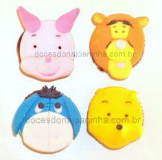 Mini cupcakes decorados do Ursinho Pooh, burrinho Ió, Tigrão e Leitãozinho.