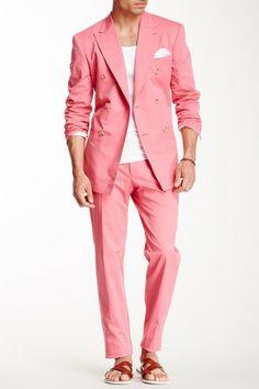 MOSCHINO Homme Pink Peak Lapel Double Breasted Suit Extraordinaria combinación: colorido, formal en el traje, informal en la remera y en las sandalias