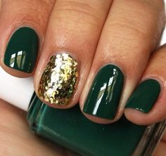 evergreen-nails-glitter-gold