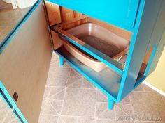 Really only interested in turning drawer fronts into a door but this is a neat idea as well - Little dresser turned into LITTER Dresser! Hiding Cat Litter Box, Diy Litter Box, Hidden Litter Boxes, Litter Box Enclosure, Cat Care Tips, Pet Tips, Dog Care, Old Dressers, Dresser Drawers