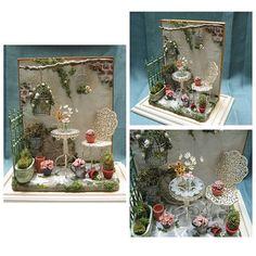 Miniature garden♡ ♡ My Dollhouse Miniature Rooms, Miniature Fairy Gardens, Miniature Houses, Dollhouse Design, Dollhouse Dolls, Dollhouse Miniatures, Victorian Dolls, Victorian Dollhouse, Doll House Crafts