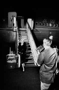 Marilyn arrives in New York after a meeting in LA for Let's Make Love, 20 September, 1959. Photo by Dennis Stock.