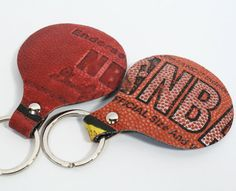 Basketball key ring: a recycled product and even better; every key ring is unique! Basketball Jewelry, Basketball Crafts, Recycled Crafts, Diy And Crafts, Sewing Projects, Projects To Try, Make A Wish, How To Make, Vintage Home Decor