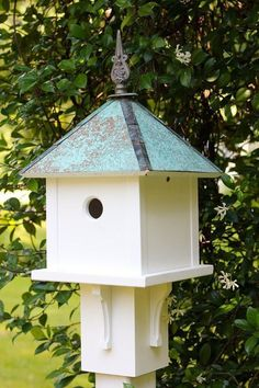 When it comes to birds, avid watchers know that you can never have too many bird houses in your yard. Birds appreciate these items during the nesting and migration seasons, which can just about cover the entire year in some areas. Copper Roof, Bird House Kits, Bird House Plans Free, Bird Aviary, Construction Design, Backyard Birds, Kit Homes, Bird Watching, Bird Feeders