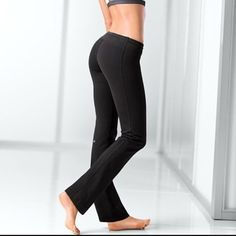68ff27e5882a0 Victoria's Secret VSX Supermodel slim pant Black, size medium. Practically  brand new. Perfect