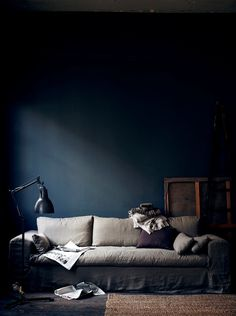 Goregeous dark walls in this moody living room which is a masterclass in dark interiors from Hans Blomquvist. I love the pale grey sofa against the dark backdrop Dark Interiors, Colorful Interiors, Stiffkey Blue, Dark Living Rooms, Navy Walls, Indigo Walls, Blue Rooms, White Rooms, Interior Design Inspiration