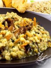 Risotto giallo ai finferli Orzo, Italian Pasta, Polenta, I Love Food, Paella, Pasta Salad, Macaroni And Cheese, Lunch, Gastronomia