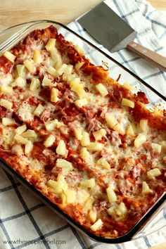 Hawaiian Lasagna -- a super simple and comforting 5 ingredient supper! I would try this and sub the noodles for a healthy alternative! Pasta Dishes, Food Dishes, Main Dishes, Pasta Sauces, Casserole Dishes, Casserole Recipes, Pork Recipes, Cooking Recipes, Meal Recipes