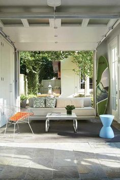 Google Image Result for http://lesliefineinteriors.com/wp-content/uploads/2010/06/Outdoor-space-Canadian-House-and-Home.jpg