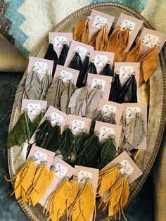 Feather Jewelry, Arrows, Gift Wrapping, Leather, Gifts, Gift Wrapping Paper, Presents, Feather Headdress, Wrapping Gifts