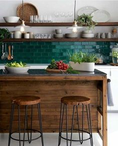 New kitchen decor brown cabinets dark wood ideas Home Decor Kitchen, Rustic Kitchen, Country Kitchen, New Kitchen, Home Kitchens, Kitchen Grey, Kitchen Modern, Decorating Kitchen, Minimalist Kitchen