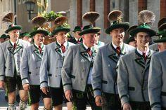 Trachtenjahrtag in Berchtesgaden 2012. #Trachten #Trachtenfotos #Dirndl #Lederhosen See more on Trachtenfotos @ Facebook www.facebook.com/trachtenfotos