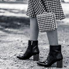 Detalles del últmo post! Todavía no lo habéis visto? http://ift.tt/2jh3BIg en bio} Buenas noches preciosas! #dollactitud #fashionblogger #style #fashion #trends #studs #boots #bag #clutch #sfera #zarapeople #instacool #instalike #instafashion #instastyle #instablogger #instaoutfit #details #accessories