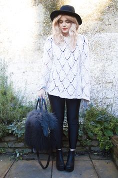 Lovely Lily Melrose in Topshop jumper, American Apparel leggings, Vagabond boots, ASOS hat+ River Island bag #fbloggers