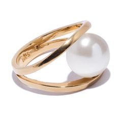 THIS CLASSIC PEARL RING IS MODERN AND AIRY, WITH A 12MM GLASS PEARL CLAMPED IN A 12MM HEIGHT CASTED FRAME OF 14K GOLD PLATE.