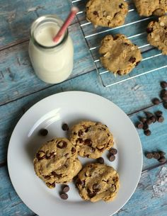 These Chocolate Chip Hazelnut Oatmeal Cookies are perfectly sweet and deliciously moist, bursting with chocolate chips and crunchy hazelnut. Homemade Desserts, Best Dessert Recipes, Fun Desserts, Healthy Recipes, Healthy Food, Oatmeal Cookies, Chocolate Chip Cookies, Yummy Treats, Sweet Treats