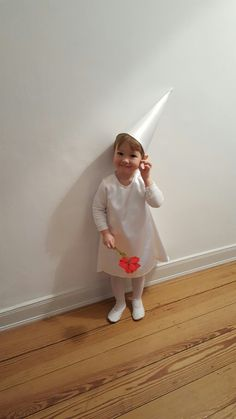 The world biggest Princess Ida Fan, costumized as her favorit Monument Valley starlet. Tailored by her mother for her first carnival or as we say in Germany Fasching at Kindergarten.  @ustwo games: We all would love a new episode of monument valley level.