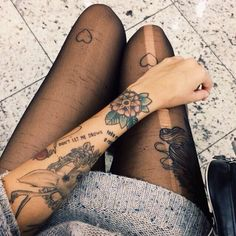 i love piercings and tattoos Tatto Old, 4 Tattoo, Tattoo Blog, Piercing Tattoo, Body Art Tattoos, New Tattoos, Tattoos Pics, Thigh Tattoos, Tattoo Girls