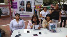 <p>Chihuahua, Chih.- Ante la Cruz de Clavos la organización Justicia para Nuestras Hijas AC, encabezada por su dirigente Norma Ledezma, hicieron un