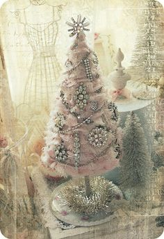 Pink tree with vintage brooches. This gets me excited for CHRISTMAS!