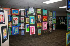 Art show: hanging art work tutorial Jamestown Elementary, Elementary Art, Hanging Artwork, Artwork Display, Kindergarten Art, Preschool Art, Middle School Art, Art School, High School
