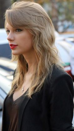 I know I already repinned this outfit, but I love her hair like this!